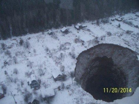 Гигантский провал грунта в Пермском крае