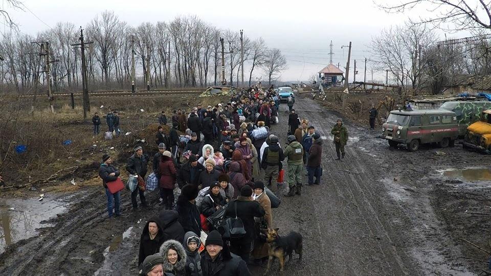 """""""Мирные"""" покидают Углегорск"""