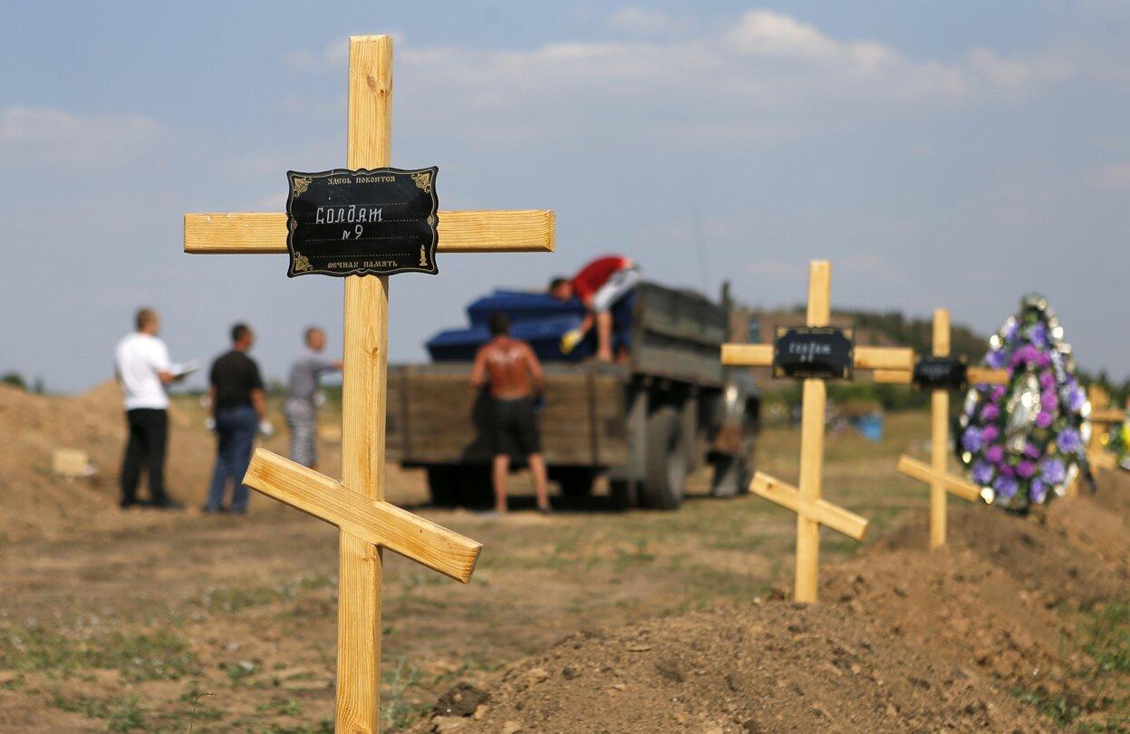 Захоронения погибших военных на окраинах г.Донецка, август 2014г