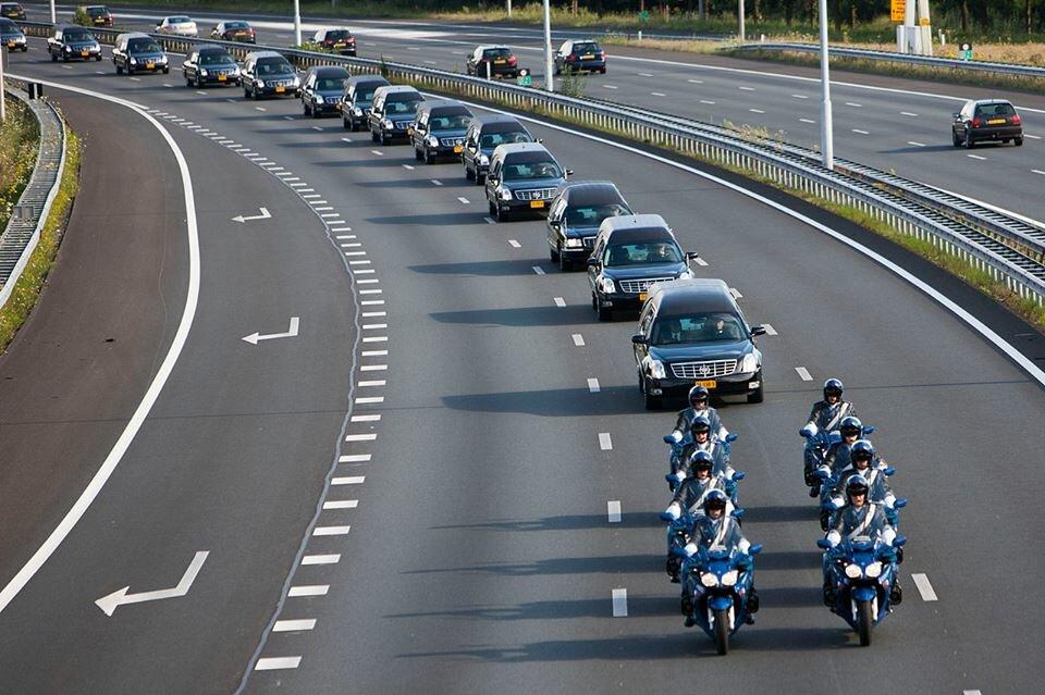 Нидерланды: перевозка останков тел погибших пассажиров рейса МН17. Движение остального транспорта перекрыто