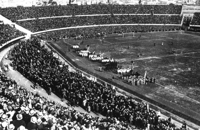 Стадион «Сентенарио» в Монтевидео. 18 июля 1930 года.