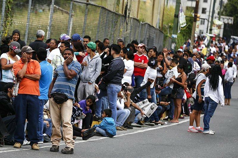 Очередь в продуктовый магазин в Каракасе