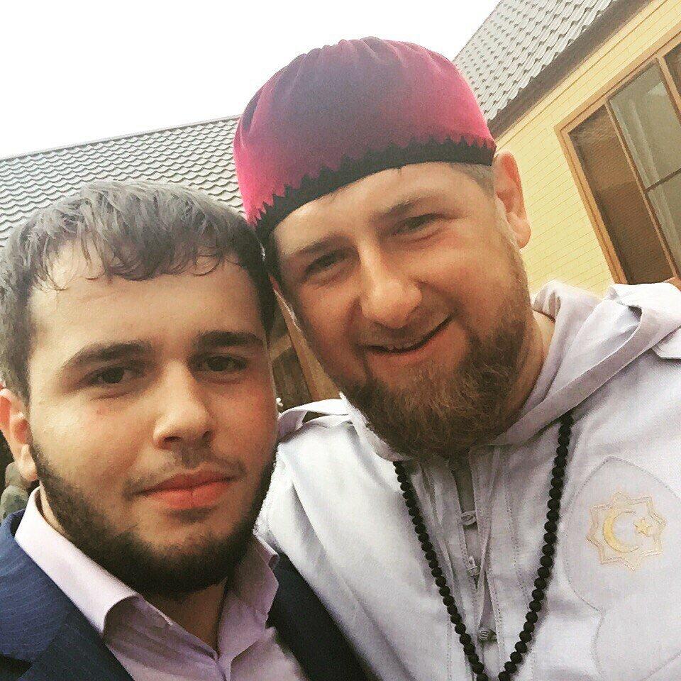 Фото: Хамзат Кадыров и Рамзан Кадыров