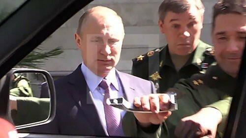 Путин, УАЗ и оторванная ручка