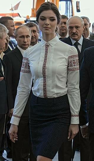 """Путин и Лукашенко смотрят на фотомодель, выставка """"Белагро-2016"""", июнь 2016"""