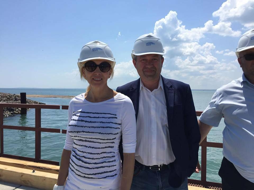Фото: Алена Свиридова и Крымский мост