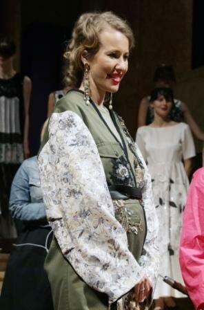 Фото: беременная Ксения Собчак на выставке художника Леона Бакста