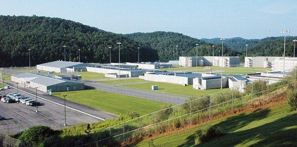 Тюрьма «Форт-Дикс» в США, где находится летчик Константин Ярошенко