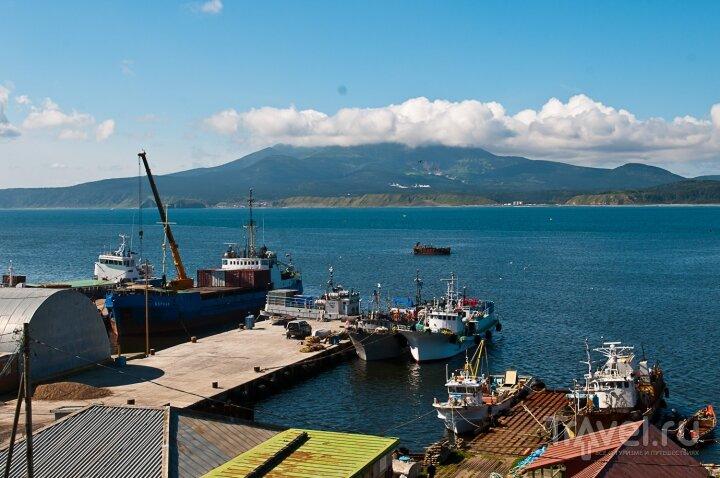 Портовый причал на острове Кунашир