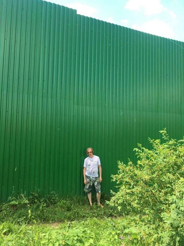 Фото: 6-метровый забор вокруг дачи премьер-министра Дмитрия Медведева