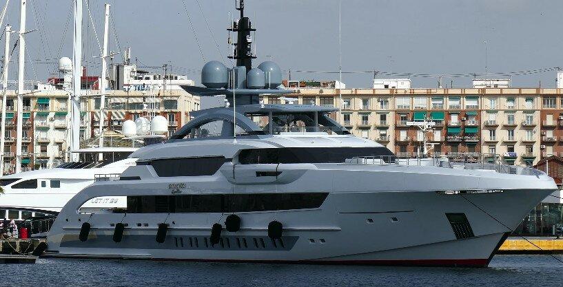 """Яхта """"Galactica Super Nova"""" в порту Валенсии, июнь 2016 года"""