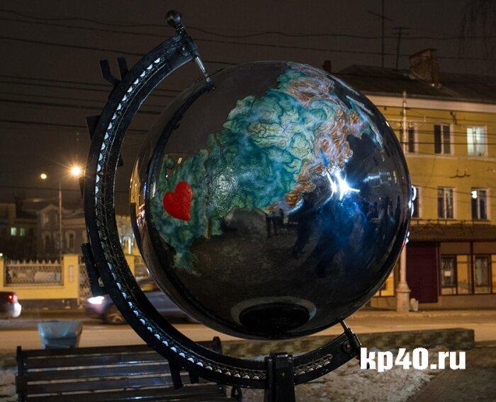 Россия на глобусе - памятник в Калуге